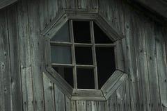 Oud uitstekend houten gebroken venster royalty-vrije stock afbeeldingen