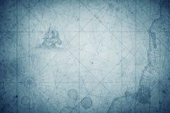 Oud uitstekend retro kompas op oude kaart Overleving, exploratie royalty-vrije stock afbeeldingen