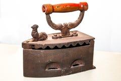Oud uitstekend strijkijzer Royalty-vrije Stock Fotografie