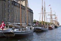 Oud varend schip in Kopenhagen Stock Foto's