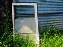 Oud Venster, die door het Glas turen Royalty-vrije Stock Afbeelding
