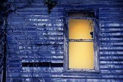 Oud venster door maanlicht stock afbeelding