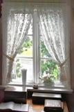 Oud venster met gordijn Stock Foto