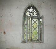 Oud venster op de oude muur Royalty-vrije Stock Fotografie