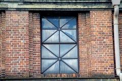 Oud venster van een raffinaderij Stock Foto's