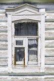 Oud venster van het Russische blokhuis stock fotografie