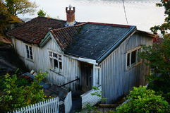 Oud verlaten grijs huis, Noorwegen Royalty-vrije Stock Afbeeldingen