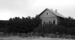 Oud verlaten huis Royalty-vrije Stock Afbeeldingen
