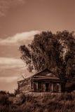 Oud verlaten huis in het dorp Royalty-vrije Stock Fotografie