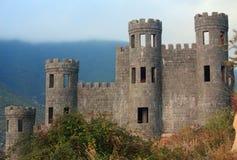 Oud verlaten kasteel in Shaki Stock Foto's
