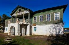 Oud verlaten vroeger Losev-herenhuis in Voronezh-gebied royalty-vrije stock foto