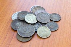Oud verliep muntstukken De muntstukken van de USSR en zilveren muntstukken Stock Afbeeldingen