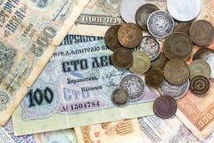 Oud verliep muntstukken en bankbiljetten De muntstukken van de USSR en zilveren muntstukken Royalty-vrije Stock Foto