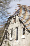 Oud veroordeeld huis stock afbeelding
