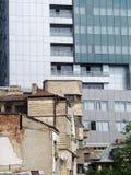 Oud versus de nieuwe bouw Stock Foto