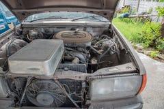 Oud verwerp voertuig stock afbeeldingen