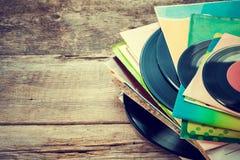 Oud vinylverslag op houten achtergrond Royalty-vrije Stock Foto's