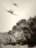 Oud vliegtuig in strijd royalty-vrije stock afbeeldingen