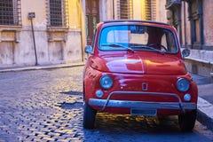 Oud voertuig in Rome Stock Foto