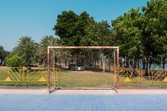 Oud Voetbaldoel in park Royalty-vrije Stock Afbeeldingen