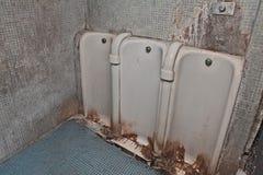 Oud vuil openbaar toilet Royalty-vrije Stock Fotografie