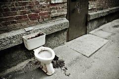 Oud vuil toilet Royalty-vrije Stock Fotografie