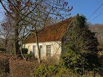 Oud weinig landbouwbedrijf in Vlaanderen, België royalty-vrije stock foto