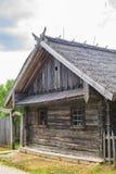 Oud Witrussisch blokhuis stock afbeeldingen