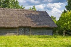 Oud Witrussisch blokhuis royalty-vrije stock afbeeldingen