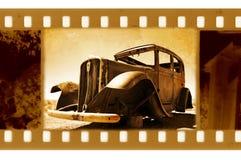 Oude 35mm frame foto met retro doorwaadbare plaatsauto Stock Fotografie