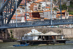 Oude Aak op Douro-Rivier in Porto Royalty-vrije Stock Foto's