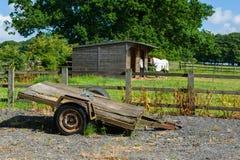 Oude Aanhangwagen stock foto