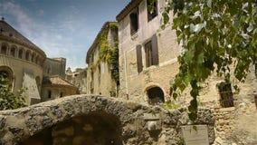 Oude abdij bij historische St Guilhem le Desert, Cevennes Frankrijk stock videobeelden