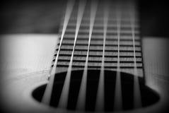 Oude akoestische gitaar met barsten op soundboard Rebecca 36 royalty-vrije stock fotografie