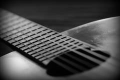 Oude akoestische gitaar met barsten op soundboard Rebecca 36 royalty-vrije stock foto