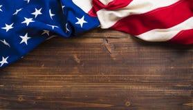 Oude Amerikaanse Vlag op houten plankachtergrond royalty-vrije stock fotografie