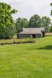 Oude amishschuur op het landbouwbedrijf van midwesten royalty-vrije stock foto