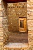 Oude Anasazi-Deuropeningen, Pueblo-Boniter, Chaco-Canion, New Mexico stock foto's
