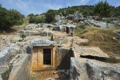 Oude antieke begrafenis in rotsen in Demre Turkije stock afbeelding
