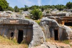 Oude antieke begrafenis in rotsen in Demre Turkije royalty-vrije stock fotografie