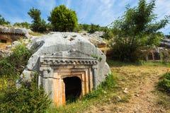 Oude antieke begrafenis in rotsen in Demre Turkije stock afbeeldingen