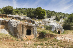Oude antieke begrafenis in rotsen in Demre Turkije stock foto