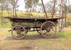 Oude antieke kolonistenpaard getrokken wagen Stock Fotografie