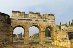 Oude antieke ruïnes van Hierapolis Stock Afbeelding