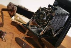 Oude Antieke vouwende Camera Royalty-vrije Stock Afbeeldingen