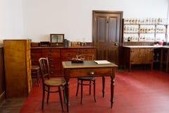 Oude apotheek in Noord-Ierland stock fotografie