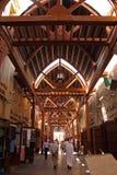 Oude Arabische souq en mensen die in Doubai lopen Royalty-vrije Stock Fotografie