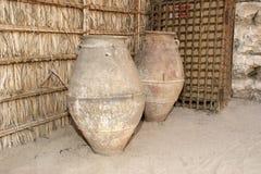 Oude Arabische waterkruiken, het museum van Doubai, Verenigde Arabische Emiraten, de V Royalty-vrije Stock Afbeeldingen