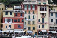 Oude architecturale die benadering van Italië in Portofino wordt gezien stock afbeeldingen