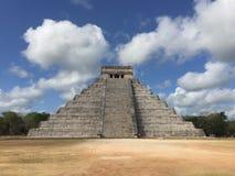 Oude architectuur in Chichen Itza Mexico in langs ontworpen de Lente Royalty-vrije Stock Foto
